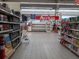 Bony, karty przedpłacone oraz paczki świąteczne dla pracowników Auchan - jakiej wartości? Kto otrzyma?