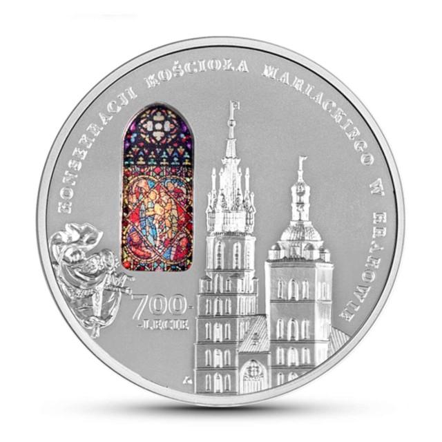 W 2020 roku przypada 700-lecie konsekracji gotyckiego kościoła Mariackiego w Krakowie. Jego historia sięga lat dwudziestych XIII wieku. Według Jana Długosza pierwszy kościół parafialny został tu ufundowany w latach 1221–1222 przez biskupa krakowskiego Iwona Odrowąża, który ustanowił parafię, przenosząc ją z kościoła św. Trójcy oddanego przybyłym do Krakowa braciom dominikanom. W latach 1290–1300 wzniesiono, częściowo na jego fundamentach, nowy kościół w stylu wczesnogotyckim, poświęcony w 1320 roku przez biskupa Nankera. Przez kolejne stulecia budynek był wielokrotnie przebudowywany - napisała w folderze emisyjnym Katarzyna Pakuła-Major