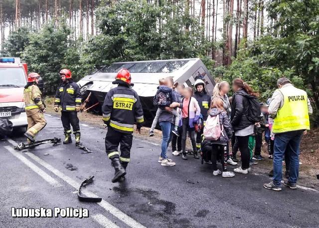Do wypadku doszło kilkanaście minut po godz. 7.00 koło miejscowości Stara Woda.