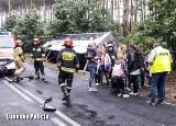 STARA WODA. Wypadek autobusu z dziećmi. Zderzył się z volkswagenem golfem [ZDJĘCIA]