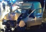Wypadek na DK1 w Winownie. Samochód dostawczy zderzył się z ciężarówką ZDJĘCIA Dwie osoby trafiły do szpitali
