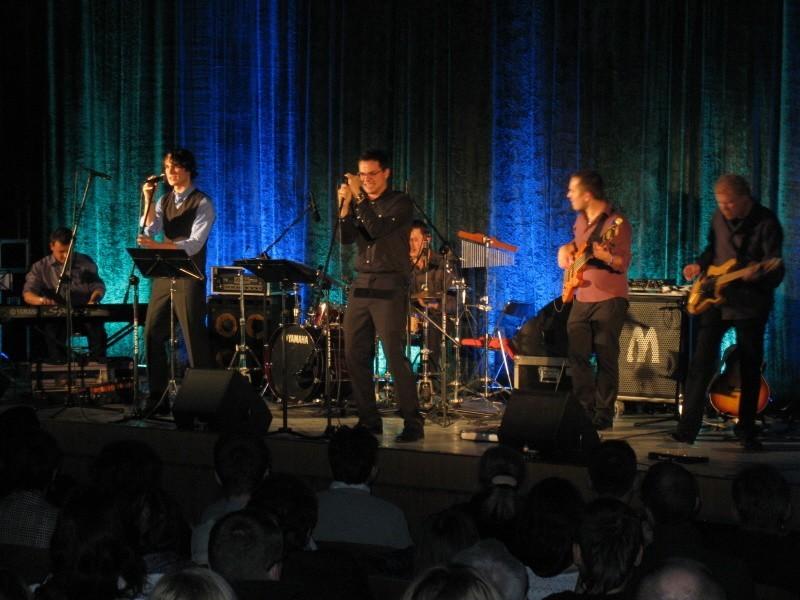 Na scenie kina Pokój wystąpiła grupa muzyków z własnymi aranżacjami filmowych przebojów.