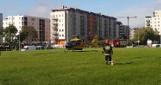 Kraków. Dwuletnie bliźniaczki wypadły z okna bloku na Prądniku Czerwonym. Na miejscu lądował śmigłowiec LPR [ZDJĘCIA, WIDEO]