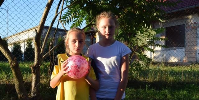 Julia Szklarska i Emilia Wypych: - Jak to nie można grać na boisku? To co tam niby dzieci miałyby robić?