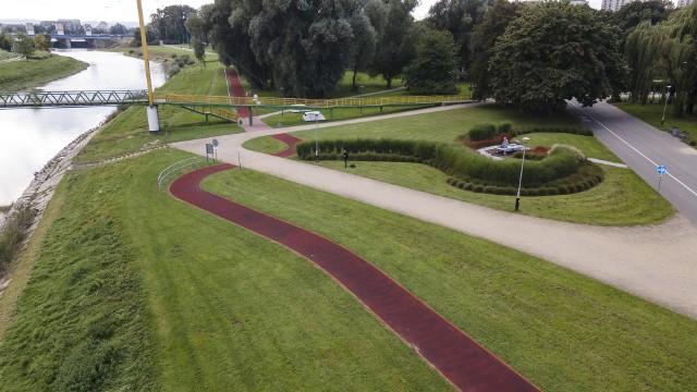 Nowa ścieżka, podobnie jak istniejąca, będzie wykonana z tartanu.