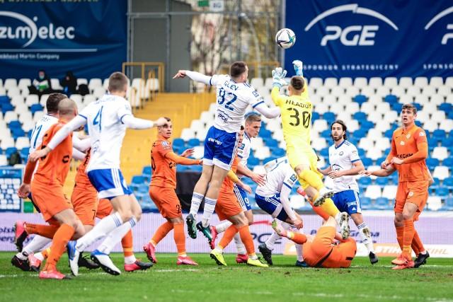 PGE Stal Mielec mogła w znacznie lepszych humorach kończyć mecz z Zagłębiem Lubin, ale była bardzo nieskuteczna i przegrała 0:2. Oceniliśmy piłkarzy trenera Włodzimierza Gąsiora (w skali od 0 do 10).