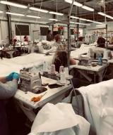 Znane firmy odzieżowe ze Skarżyska w ciągu dwóch dni przestawiły się na szycie masek i kombinezonów