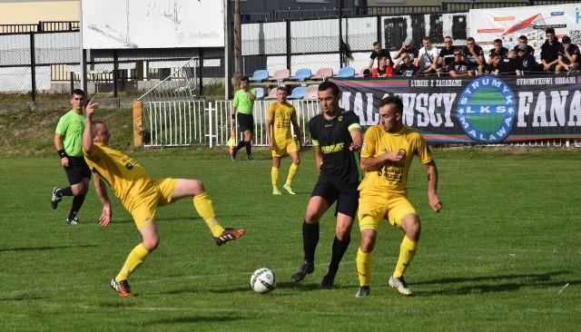 Remisem 2:2 zakończyły się derby gminy Krasne w rzeszowskiej klasie okręgowej. Strumyk Malawa, choć do przerwy przegrywał z Crasnovią Krasne 0:2, zdołał doprowadzić do remisu.