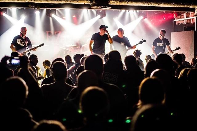Szalona ekipa 1125 może pochwalić się bezlitosnym stylem, w którym dominuje nie tylko hardcore, ale równie siarczysty punk rock.