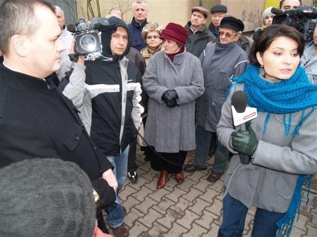 """Z ekipą TVP spotkali się mieszkańcy skonfliktowanych SM """"Przyszłość"""" i SM """"Meblarz"""""""