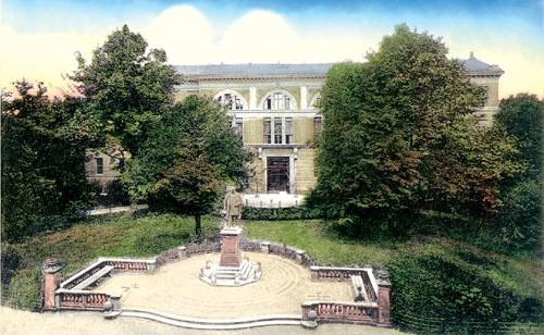 Skwer stanowił malownicze otoczenie pomnika cesarza Wilhelma I.