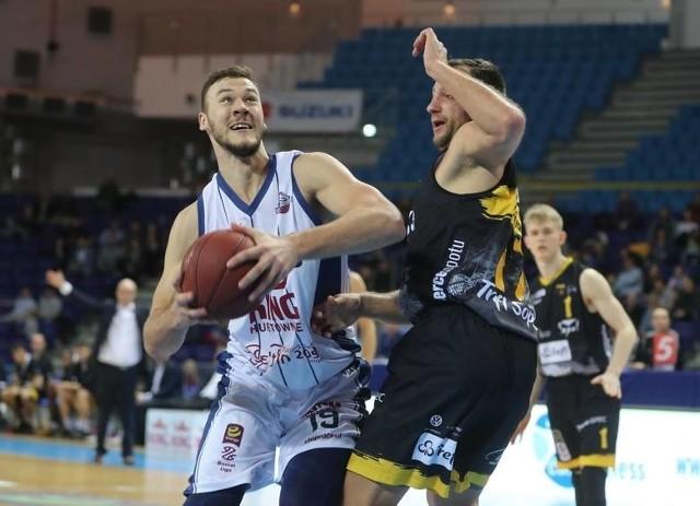 Martynas Sajus (z piłką) był nie do zatrzymania przez obronę Trefla Sopot.