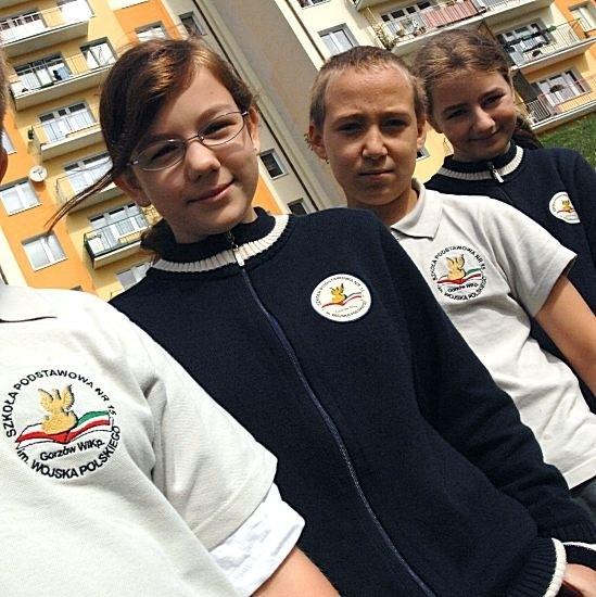 W SP nr 15 w Gorzowie decyzja o tym, że mundurki będą obowiązkowe zapadła już przed wakacjami. Na zdjęciu Daria Witt, Sebastian Sarbinowski i Małgorzata Sienkiewicz z piątej klasy.