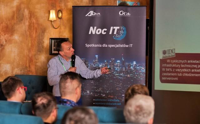Ostatnie spotkanie Nocy IT cieszyło się dużym zainteresowaniem. Uczestnicy aktywnie poznawali urządzenia, oprogramowanie, a także systemy dla centrów danych i przemysłu z zakresu zasilania gwarantowanego oraz chłodzenia precyzyjnego.
