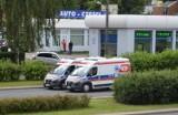 Pacjent wyskoczył z jadącej karetki. Upadł na ulicę, gdy ambulans pędził na sygnale... ZDJĘCIA