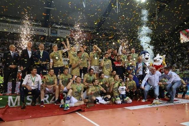 W latach 2010-2020 na Opolszczyźnie nie brakowało spektakularnych widowisk z udziałem nie tylko naszych lokalnych drużyn, ale również i reprezentacji Polski. Przypominamy kilkanaście wydarzeń sportowych w grach zespołowych, które na dłużej zapadną w naszej pamięci.