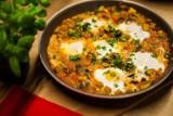 Pomysł na śniadanie – aromatyczna frittata i przepyszna shakshuka [PRZEPISY]