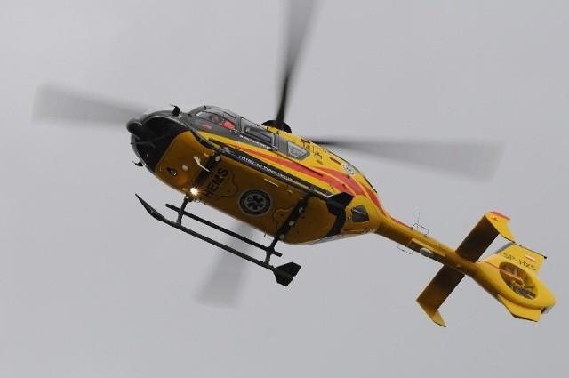 Na miejscu wypadku wylądował śmigłowiec lotniczego pogotowia ratunkowego.