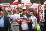 Protest taksówkarzy: kary za utrudnienia w ruchu i rzucanie jajkami