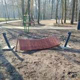 Dąbrowa Górnicza. Zniszczone hamaki w Parku Podlesie. Dewastacja czy błąd podczas montowania? Nie wytrzymały nawet doby