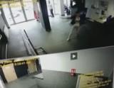 Szaleńczy atak w komendzie policji w Rybniku. Mężczyzna rzucił się na kobietę z młotkiem i nożem