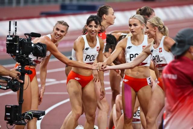 """Czwartek nie przyniósł medali dla polskich sportowców w Tokio. W kajakarstwie znów zabrakło setnych sekundy do medalu i dopadło nas to feralne czwarte miejsce. Są za to nadzieje na medale podczas weekendu, bo mamy kolejne szanse w kajakach i fantastycznie pobiegły w półfinale w sztafecie 4x400 m Aniołki Matusińskiego, a Maria Andrejczyk też już szykuje na piątek swój oszczep. Zobacz nasze plusy i minusy ostatnich godzin w Tokio.Uruchom i przeglądaj galerię klikając ikonę """"NASTĘPNE >"""", strzałką w prawo na klawiaturze lub gestem na ekranie smartfonu"""