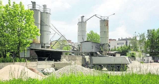 O likwidację betoniarni ze stalowymi silosami przy ul. Pychowickiej od lat apelowali mieszkańcy Zakrzówka