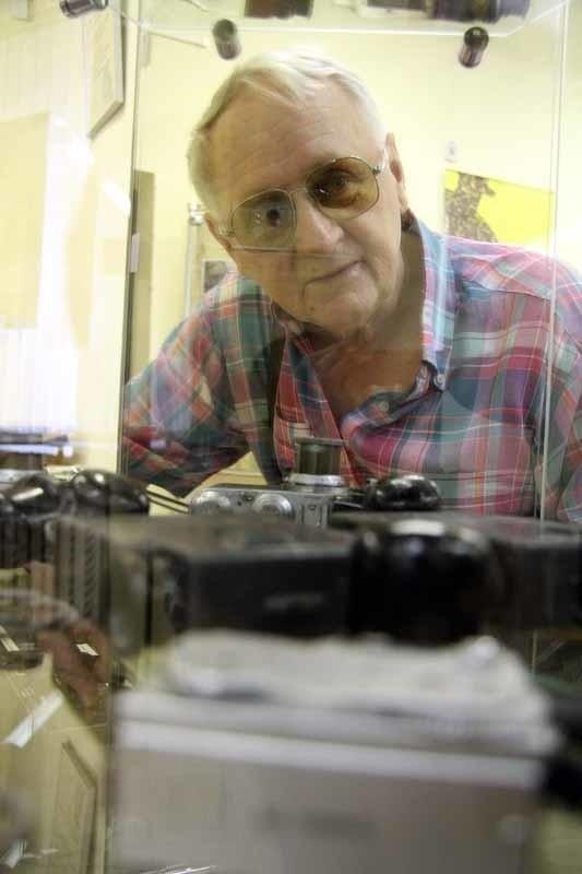 Jan Bondaruk sam naprawia szpiegowskie urządzenia