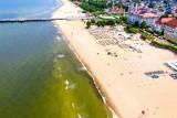 Sinice w Bałtyku i w jeziorach 2021. Gdzie zakaz kąpieli? Które plaże zamknięte? Mapa online 30.08.2021 r.