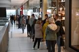 Tłumy w Galerii Echo w Kielcach. Ogromne kolejki przed sklepami [ZDJĘCIA]