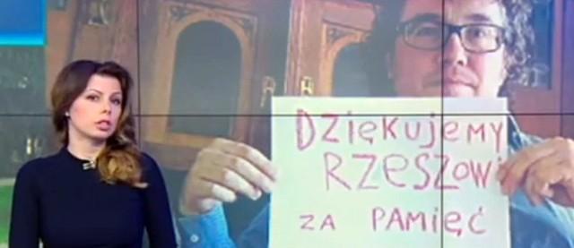Kadr z materiału telewizji Rossija 24. Tak Rosjanie dziękują mieszkańcom Rzeszowa za to, że nie burzą pomnika.