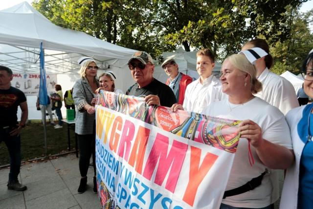 Białe miasteczko. Trwa spotkanie protestujących z resortem zdrowia