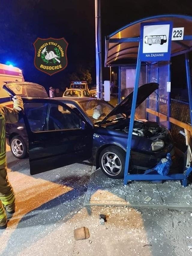 Zderzenie dwóch pojazdów w Rusocicach opla oraz volkswagena