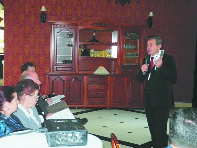Przekazywanie organizacjom pozarządowym usług społecznych to naturalny proces rozwoju – przekonywał Mirosław Reczko, burmistrz Ciechanowca