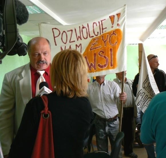 Wójt gminy wiejskiej Szczecinek Janusz Babiński chce odbić miastu anektowane tereny. Ale już bez jeziora Trzesiecko. – To nasza dobra wola – mówił do kamer.