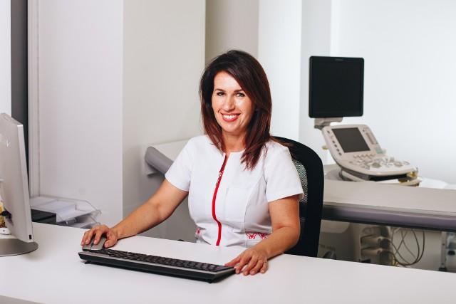 Doktor Paulina Myśliwiec przyjmuje pacjentów w nowo otwartej poradni onkologicznej przy szpitalu w Świebodzinie