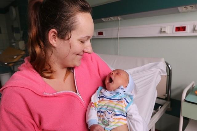 Marcelek z mamą Dominiką Stępień. Opolanki rodzą coraz chętniej.