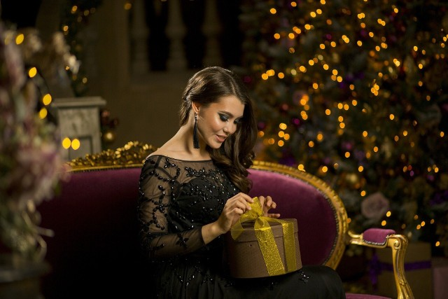 Z okazji zbliżających się mikołajek oraz świąt Bożego Narodzenia podpowiadamy kilkanaście propozycji różnych prezentów, które pomogą paniom zachować zdrowie i zrelaksować się po pracy. Nie wiesz co kupić pod choinkę babci, mamie, żonie lub dziewczynie?