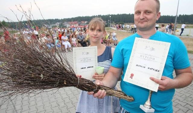 """W Mistrzostwach, wśród kobiet największą siłą wykazała się Iwona Sroka, z mężczyzn """"mietłom"""" najdalej rzucił Marcin Matysek."""