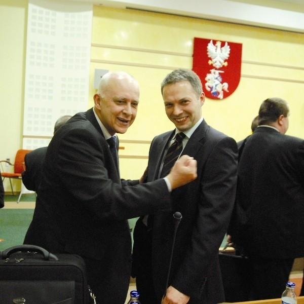 Jarosław Dworzański i Jacek Żalek (na pierwszym planie) podczas sesji, na której rozwiązano sejmik. Teraz znowu chcą być radnymi.