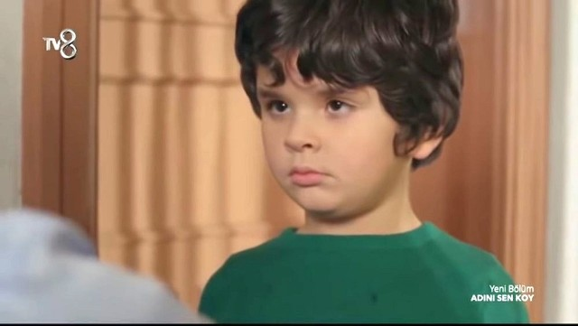 Ali (Çağan Alp Önder) jest ciężko chory. Okazuje się, że chłopiec ma zapalenie płuc.