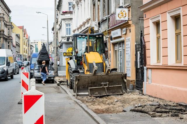 Ruszają remonty bydgoskich chodników, wytypowano miejsca w których drogowcy pojawia się najpierw. Prace ruszyły między innymi na ulicy Śniadeckich. Jakie chodniki zyskają nową nawierzchnię?