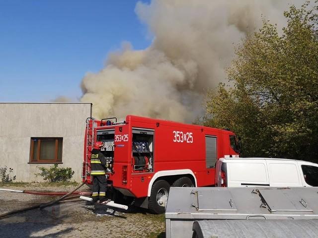 Płonie zakład obuwniczy. Pożar wybuchł dziś, 20 września, w zakładzie Lizard w Rędzinach w powiecie częstochowskim.