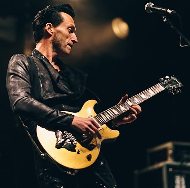 Ceniony brytyjski gitarzysta Eddie Angel  wraz ze swoim zespołem zagra w poznańskim klubie Blue Note 25 marca