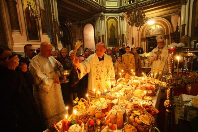 Prawosławna Wielkanoc - święcenie pokarmów w cerkwi