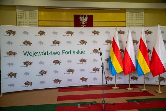 """Zarząd Województwa Podlaskiego wydał """"Gazetę Podlaską"""" podsumowującą 2,5 letnią kadencję. Inicjatywę krytykują radni wojewódzcy."""