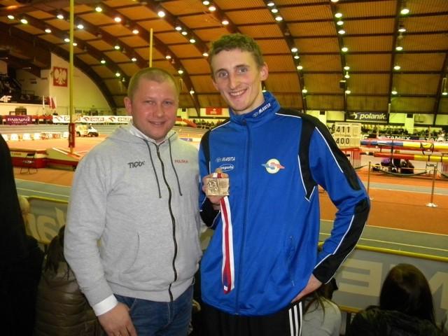 Zbigniew Lewkowicz (trener kadry paraolimpijskiej) i Maciej Lepiato po paraolimpiadzie w Londynie gdzie Lepiato zdobył złoty medal i ustanowił nowy rekord świata w skoku wzwyż (212 cm).