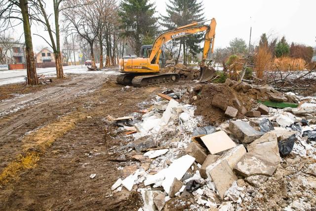 Na odcinku ul. Ciołkowskiego od Mickiewicza do Sulika trwa już wycinka drzew, porządkowane są pobocza. Już niedługo powinna rozpocząć się przebudowa. Koniec zaplanowano na 2018 r.