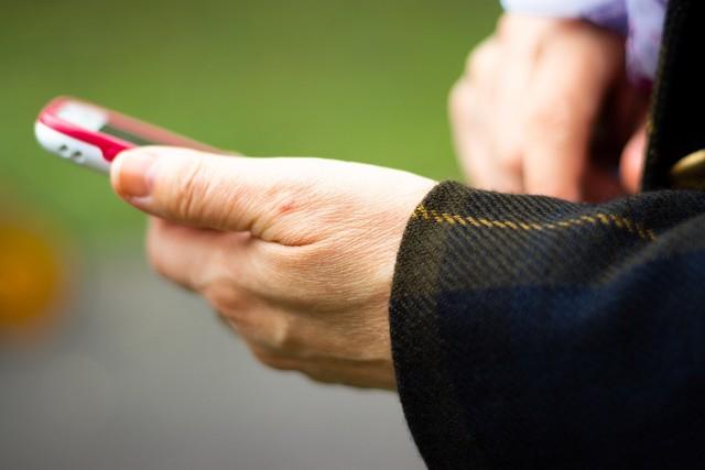 ParrotOne to darmowa aplikacja w Google Play, która ułatwia pisanie na smartfonie, tablecie. Ułatwienie dla osób z niesprawnymi rękoma i starszych.