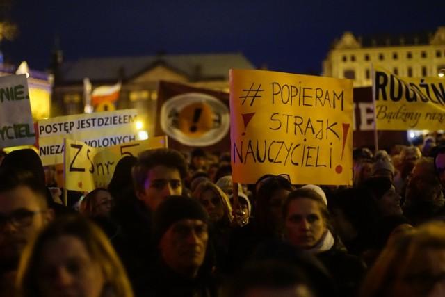 Poznaniacy wyrazili już swoje poparcie dla protestu, organizując Łańcuch Światła.